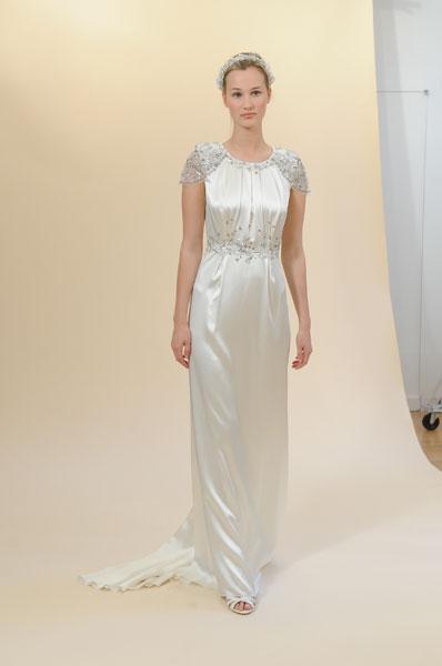 Фото пышных свадебных белых платье с лилиями.